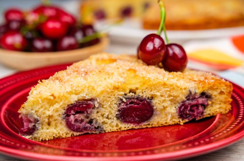 Prăjitură cu cireșe și cocos
