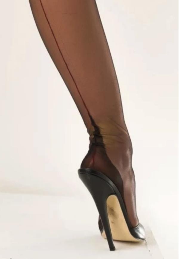 go contrast heel close up