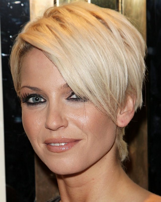 Elegant Short Hairstyles For Women (20)