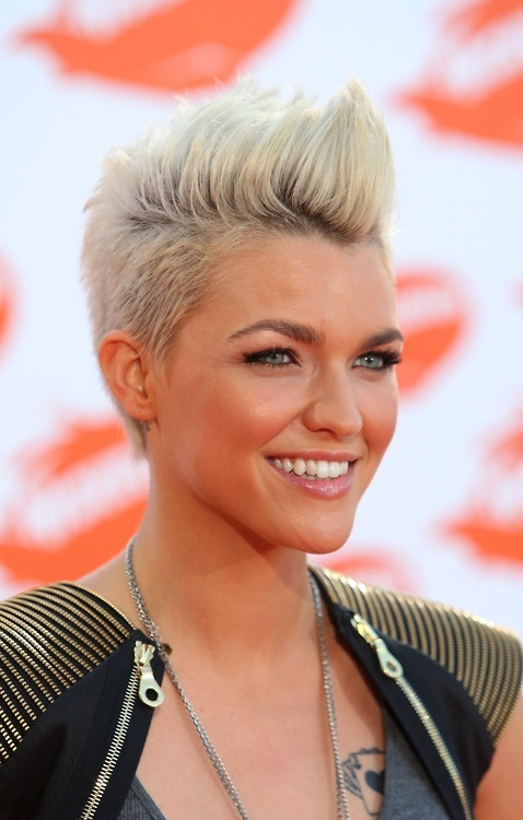 Elegant Short Hairstyles For Women (39)
