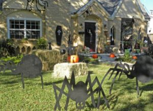 25 Halloween Front Yard Decor Inspiration