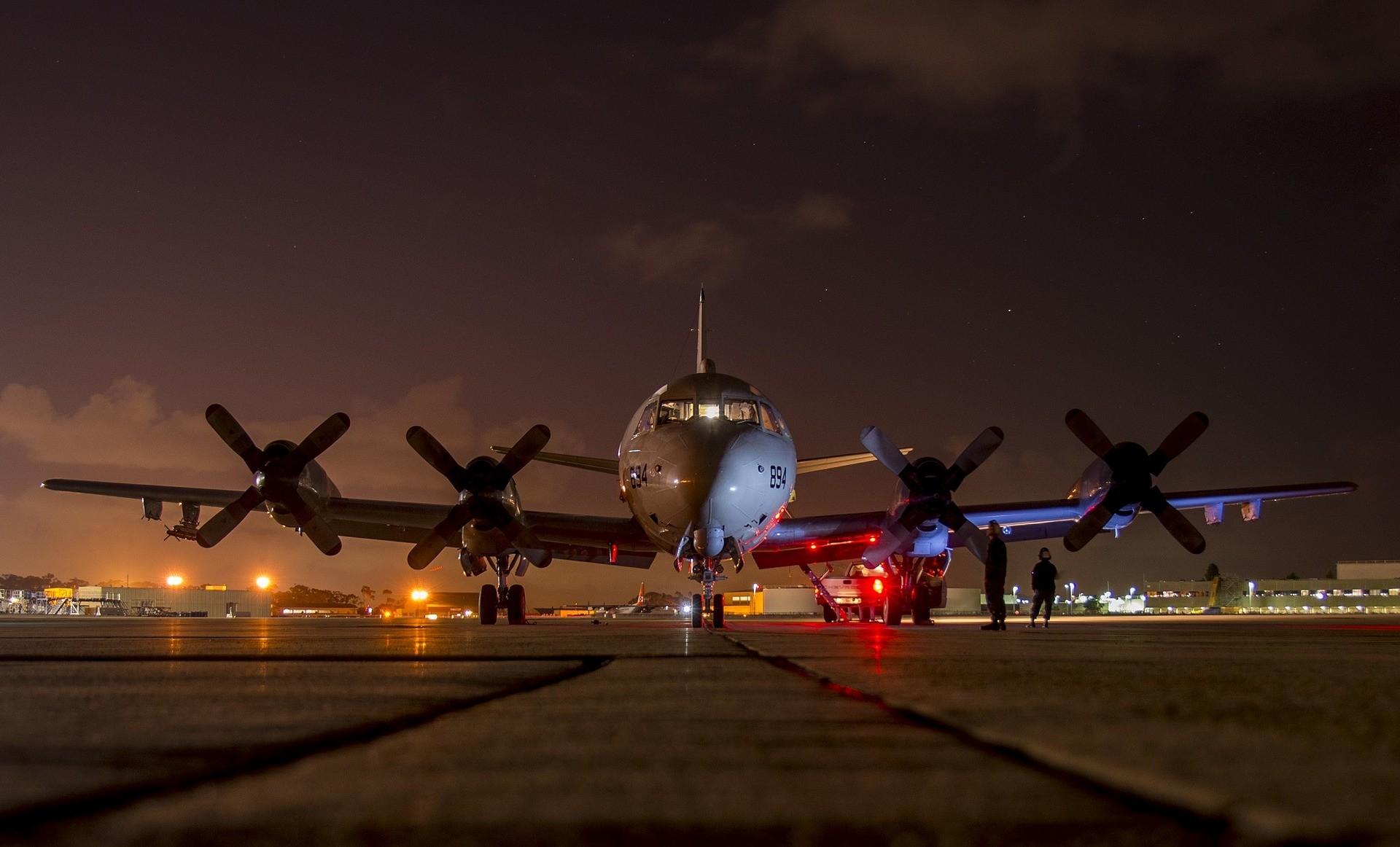 heavy military aircraft