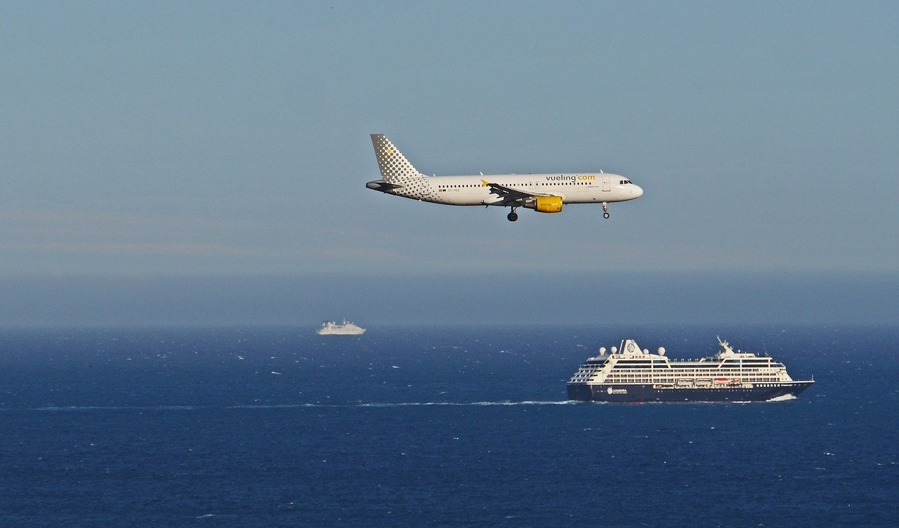 Airplane-Approach-scene