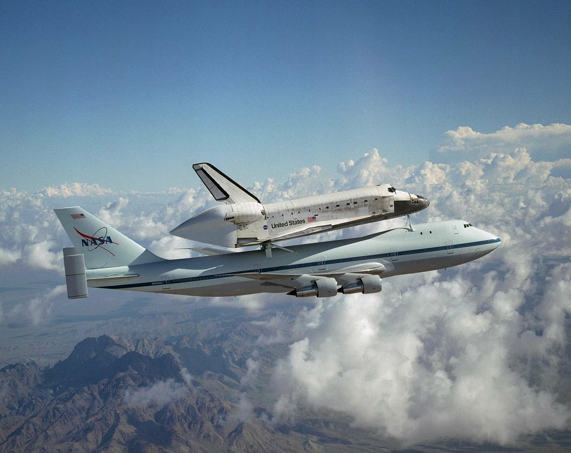 Space-Shuttle-B747