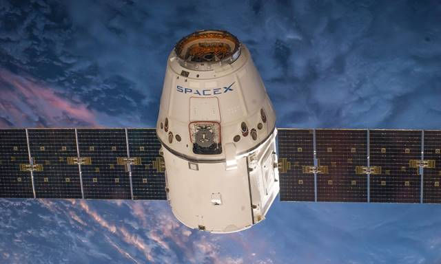 Nasa-spacex crew turns back