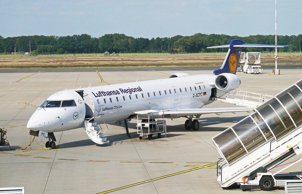 lufthansa regional airplane