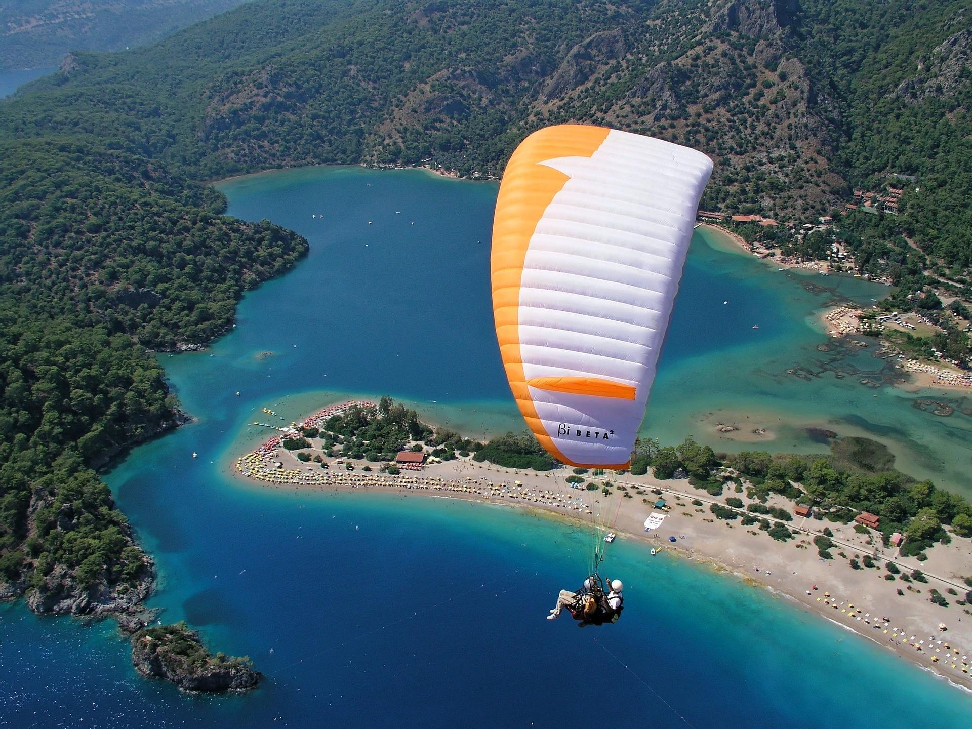 paragliding scene