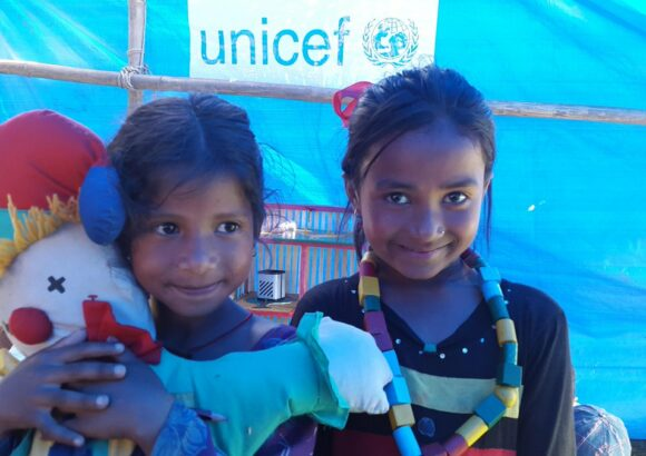 Distribution des jouets au Bangladesh