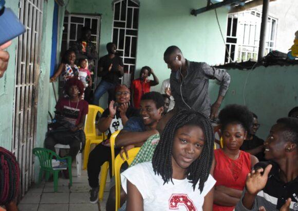 Participation et soutien aux orphelins lors du slamplaitbien