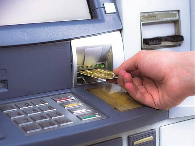 आरबीआय'चा नवा नियम : उद्यापासून एटीएम मधून पैसे काढणे व डेबिट-क्रेडिट कार्डचा वापर महागणार
