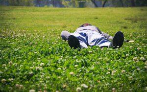 פוסט מסייע לשינה טובה מוזיקת טבע וטון בינאורלי להרדמות קלה ומהירה