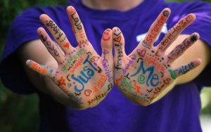 פוסט מסרים להפחתת חרדה חברתית