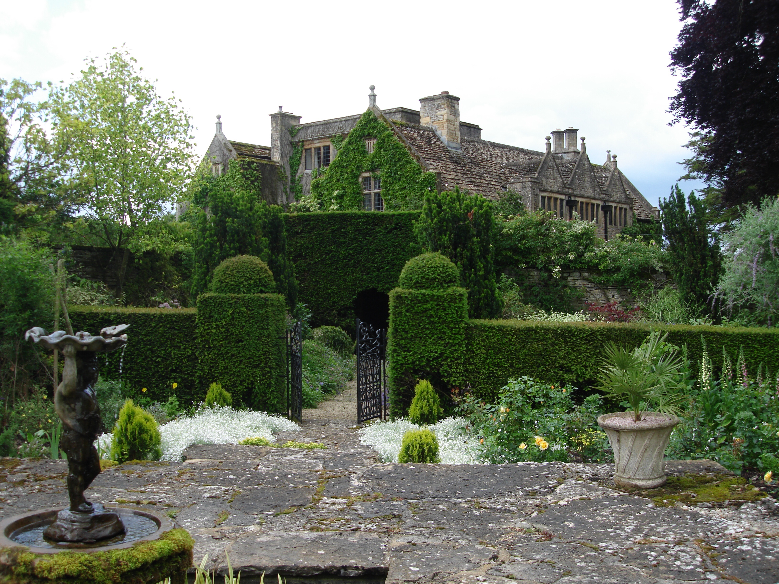 Eastleach House is a master-class in plantsmanship and inspirational colour theming as well as design.