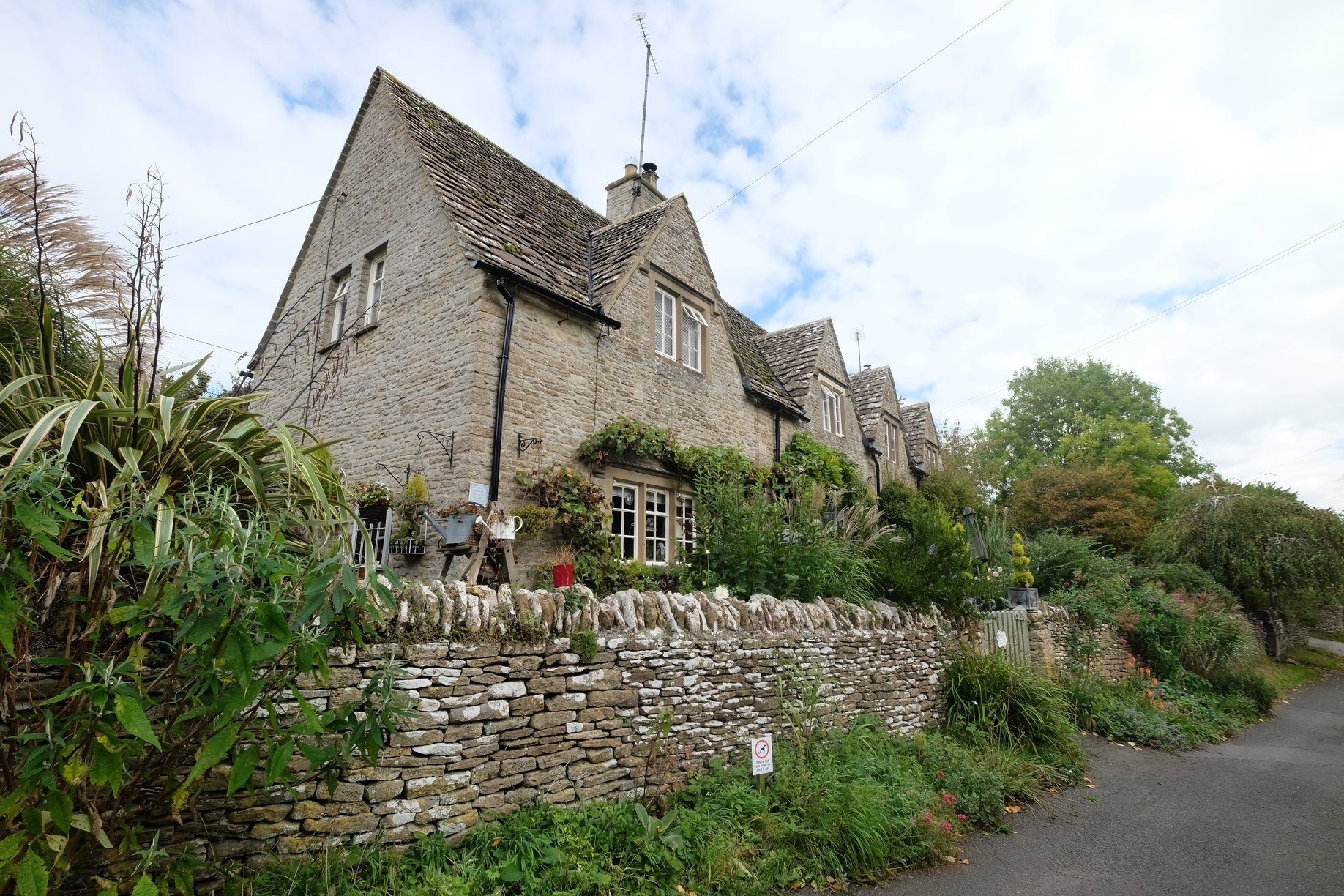 28 and 29 A Grade II Listed Building in Eastleach Martin, Gloucestershire