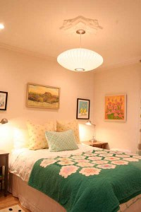 bedroom-green-bedspread-ri