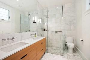 marble-bathroom-shower-walter
