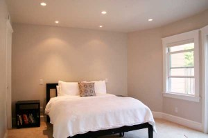 white-room-bed