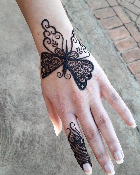 Bold Bracelet Back Hand Mehndi