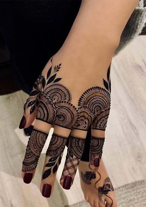 Stylish Back Hand Jewellary Arabic Mehndi Design
