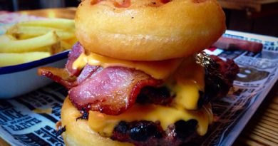 Red's True BBQ Donut Burger