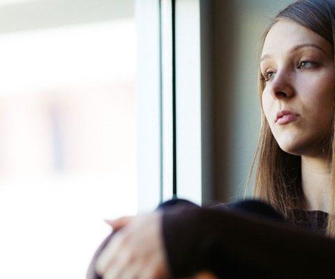 Nuk me pranuan ne shtepin e tyre sepse foli me TH , Nena e vet i tha nuk e dua ket vajz per gruan tende djali im sepse ne te ardhmen do te flasin edhe femija e tu me TH dhe