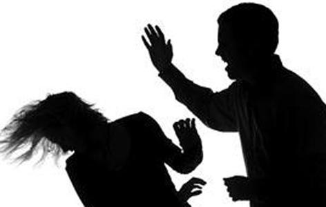 Burri im me tradheton me grun e shokut te vet dhe me rrah non stop , E lajmrova ne policia dhe ika nga shtepia vajzen e lash aty se nuk dija nga te ja mbaja dhe
