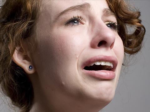 Dy vajzat e mija nderruan jet nga pakujdesia ime,Askush nuk me fol me nga familja e burrit