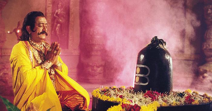 Way to Spirituality:  नियति यही कहती है कि जो व्यक्ति योग्यता या अनुभव में आपसे कमज़ोर है उनसे विवाद करना व्यर्थ है !  जानिए भगवान शिव और रावण का एक प्रसंग…
