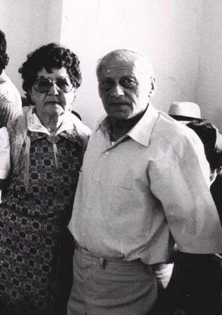 מרגלית, בתו של הרב מאיר עבו, ובעלה , פסח בן-אורי, מממשיכי המסורת 1974