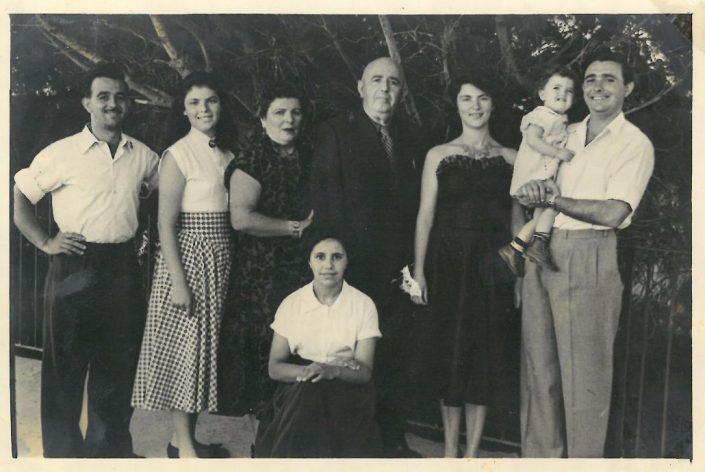 רפאל עבו ומשפחתו