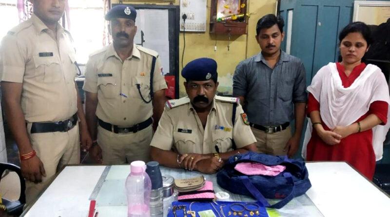 रेलवे स्टेशन पर छूटे बैग में थे ढाई लाख रुपये, RPF ने महिला को लौटाया