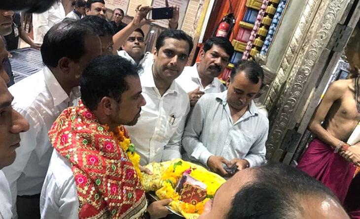 मुंबा देवी के दर्शन करने पहुंचे रॉबर्ट वाड्रा के मंदिर पहुंचते ही लगे 'मोदी-मोदी' के नारे