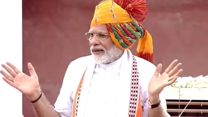 73वें स्वतंत्रता दिवस पर PM नरेंद्र मोदी ने लाल किले की प्राचीर पर लगातार छठी बार फहराया तिरंगा, कहा- हम न समस्याओं को टालते हैं, न पालते हैं...