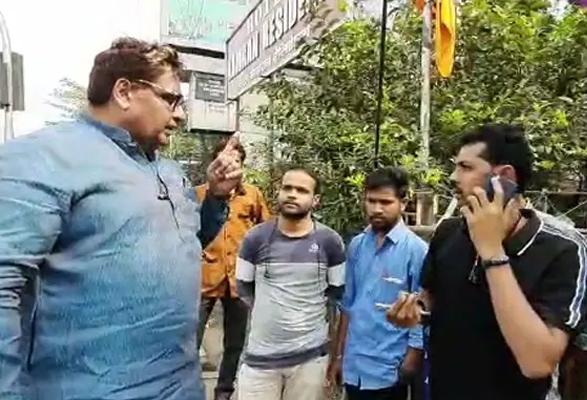 मुंबई: एनसीपी नेता/ Minister नवाब मलिक के भाई ने की, मजदूरों की पिटाई...
