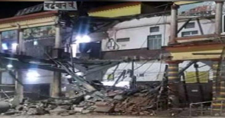 पश्चिम बंगाल: बर्द्धमान रेलवे स्टेशन की इमारत का एक हिस्सा धराशायी, कई लोगों के फंसे होने की आशंका