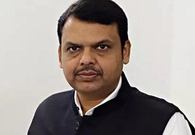 महाराष्ट्र: चुनावी हलफनामे मामले में फड़णवीस को मिला कोर्ट में हाजिर रहने को आदेश