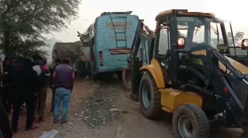 रीवा में खड़े ट्रक से टकराई बस, हादसे में 15 लोगों की मौत!