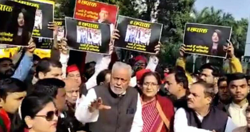 UP: समाजवादी पार्टी ने अपने कार्यकर्ताओं को दिखाई फिल्म 'छपाक'