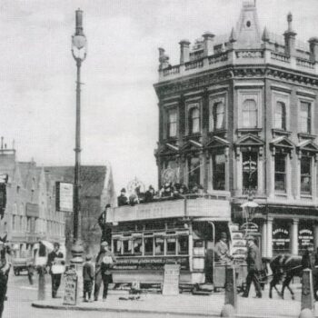 Mother-red-cap-in-Camden-1904-1