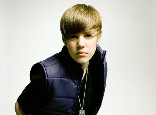 Justin Bieber Tells Obnoxious British Fans not to scream so much