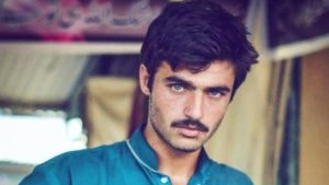 Pakistani Chaiwala' Arshad Khan Gets Modelling contract After Selfie Goes Viral