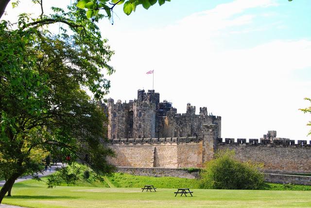 alnwick-castle-garden
