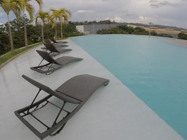 limketkai luxe hotel infinity pool