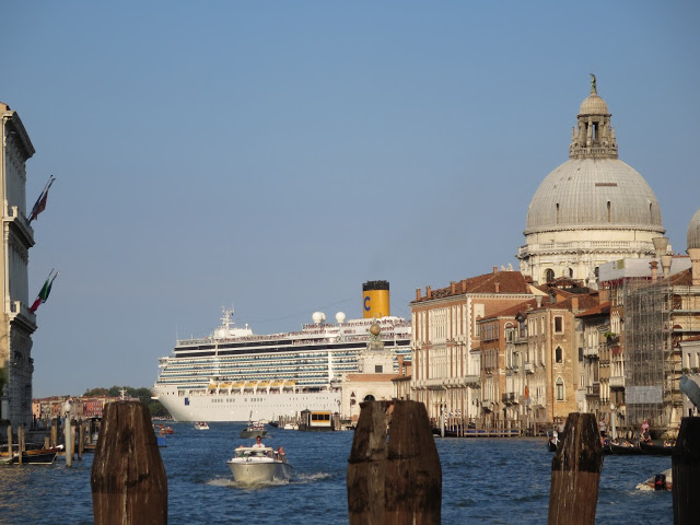cruise ship in venice italy