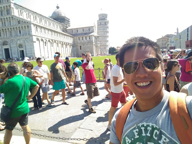 selfie leaning tower of pisa