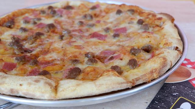 cheesy burger pizza