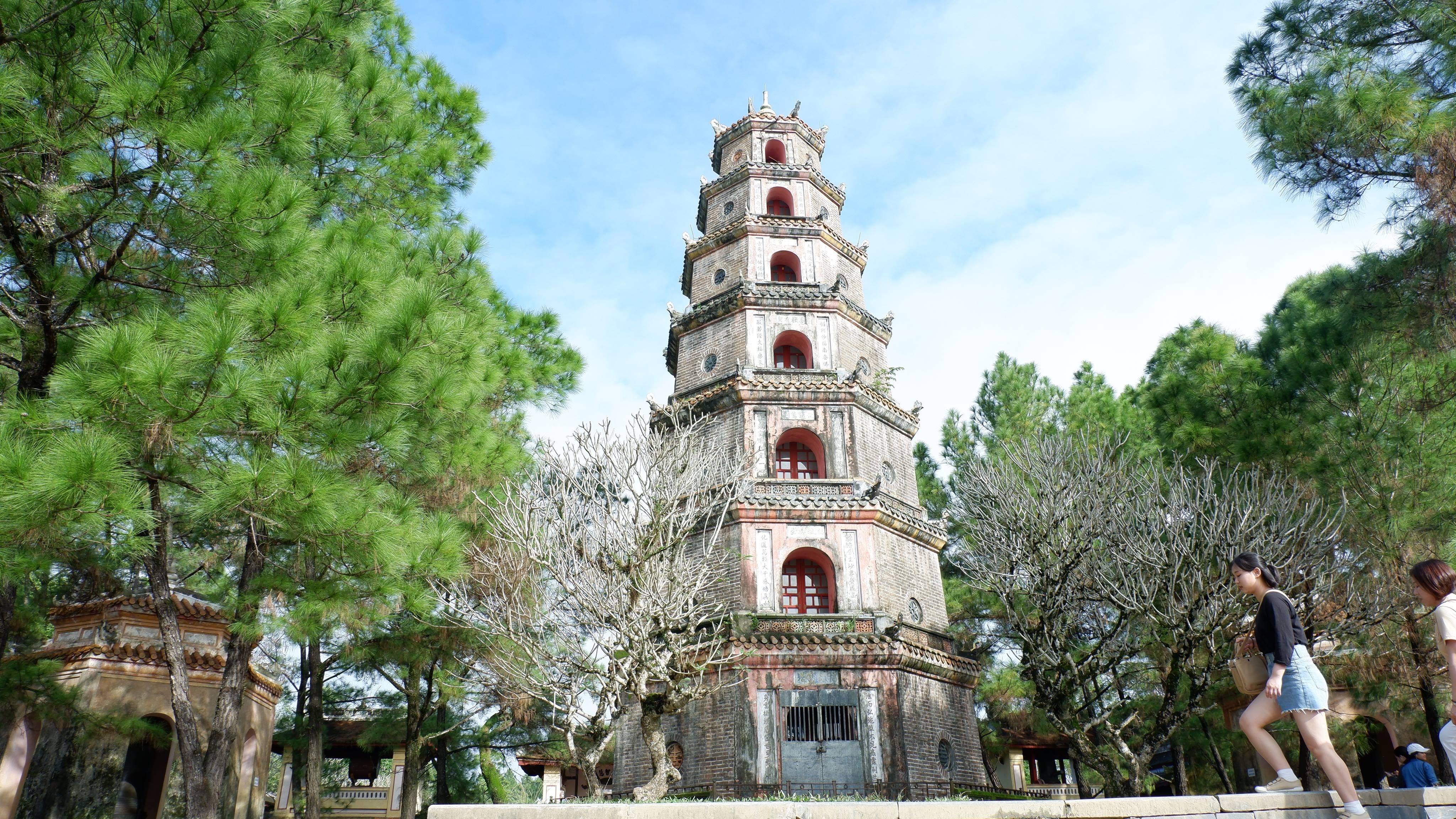 pagoda-of-celestial-lady-hue-vietnam (2)