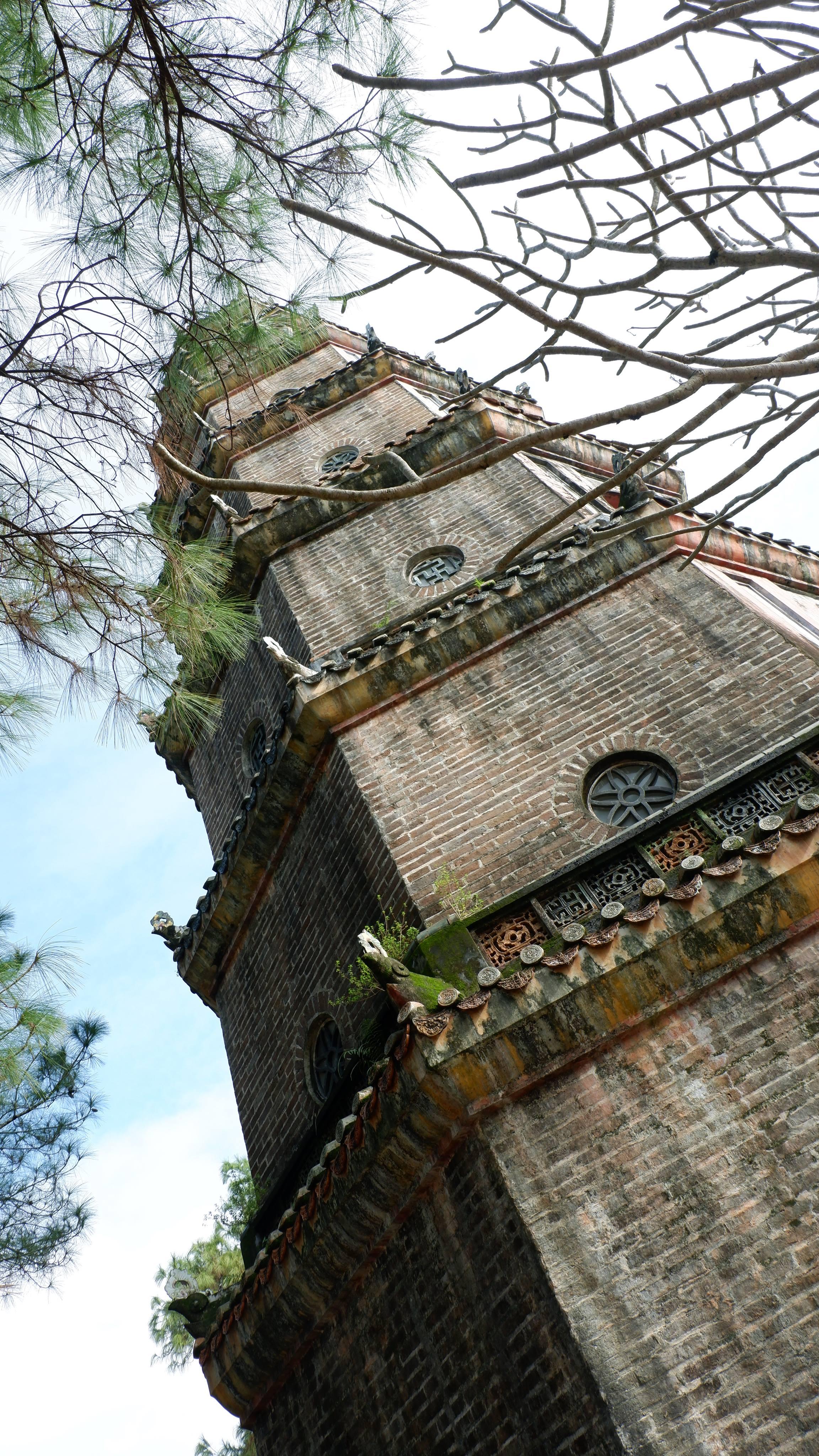 pagoda-of-celestial-lady-hue-vietnam (3)