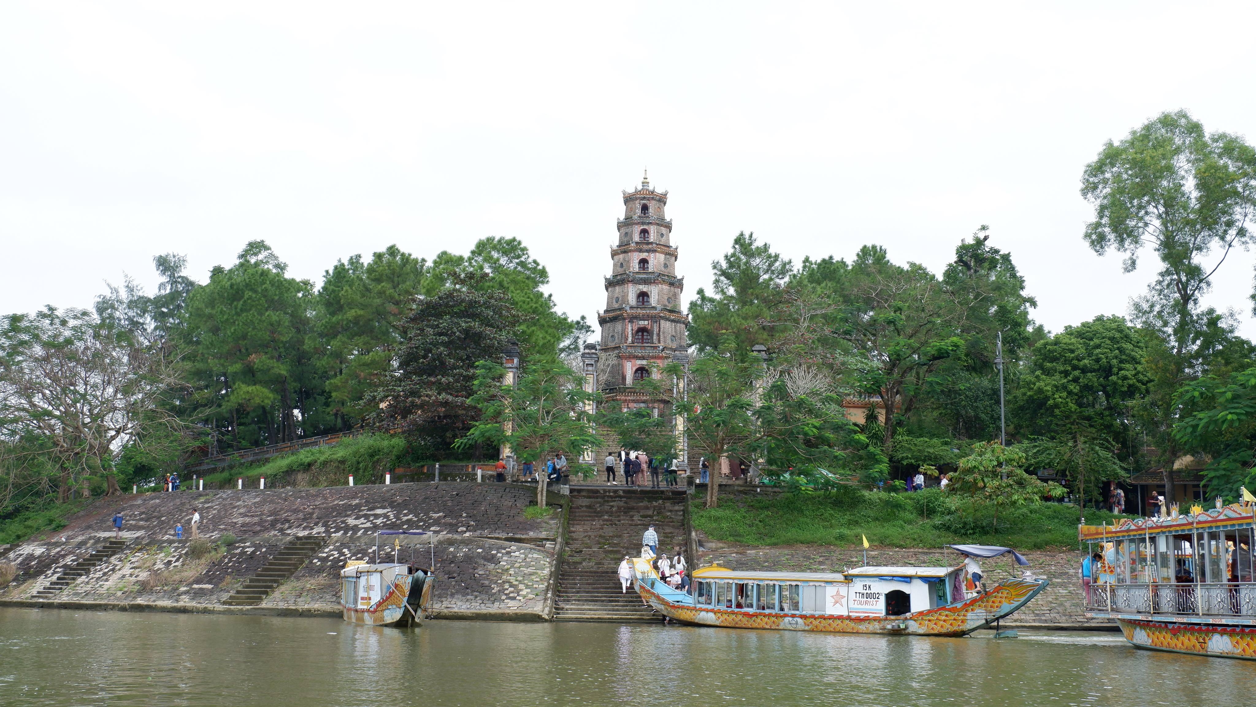 pagoda-of-celestial-lady-hue-vietnam (4)