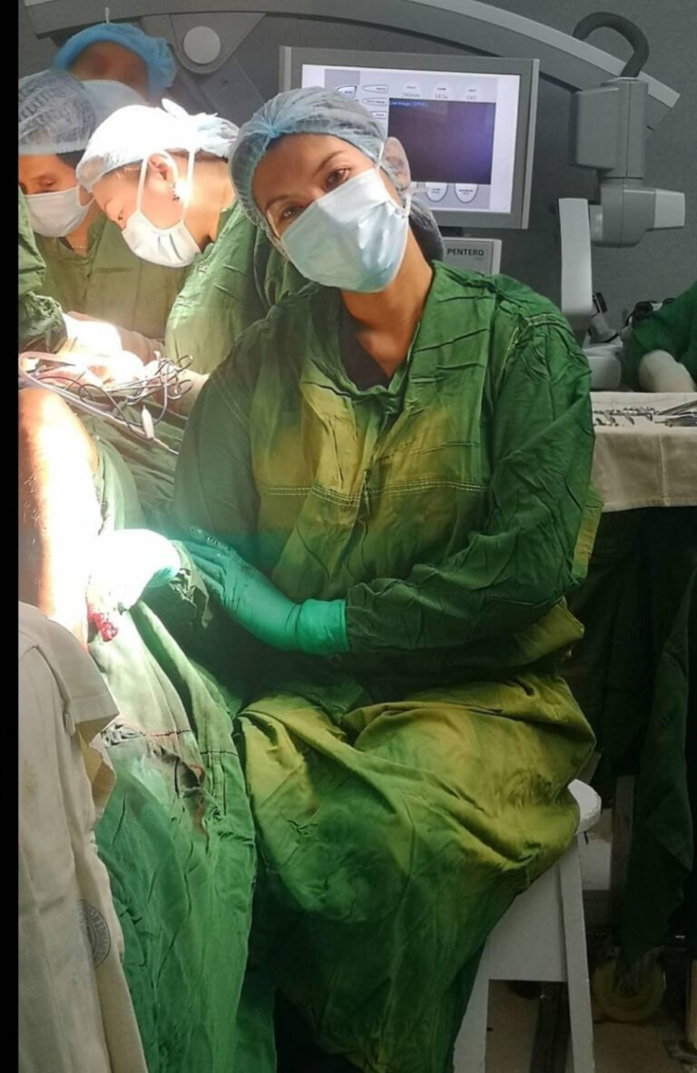 Berry Berina_In action as a surgeon_2
